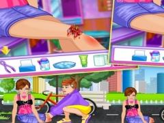 Bike Accident Girl 1.0 Screenshot